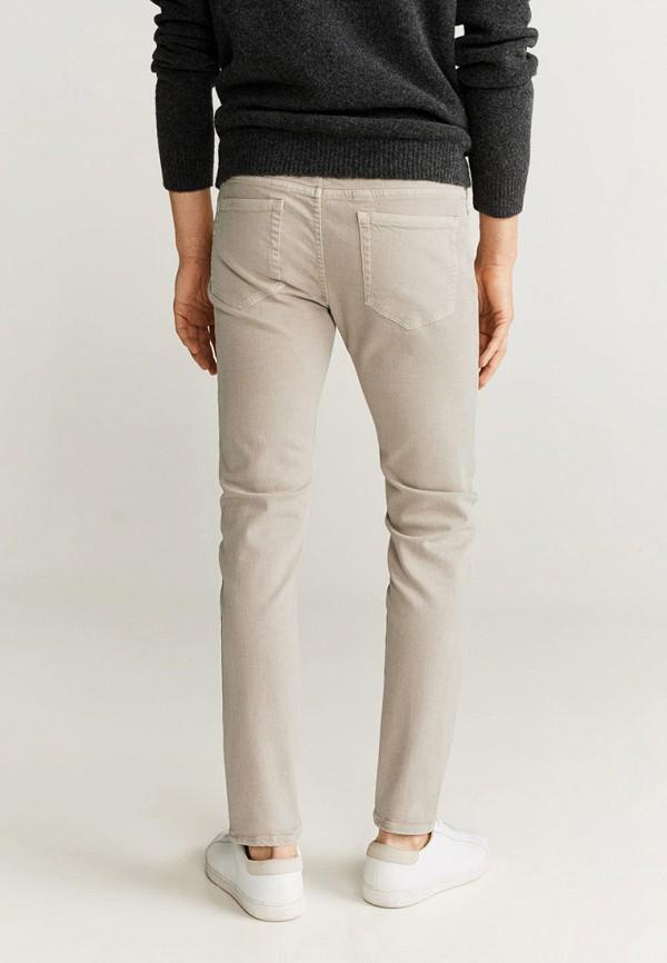 Фото 3 - мужские джинсы Mango Man бежевого цвета