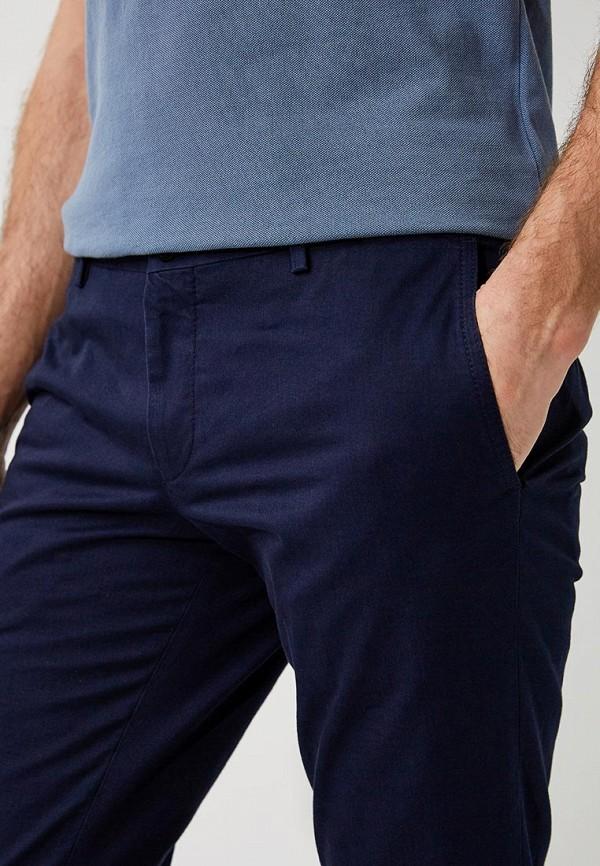 Фото 4 - мужские брюки Hugo синего цвета