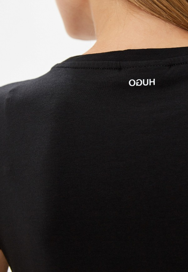 Фото 4 - женскую футболку Hugo Hugo Boss черного цвета