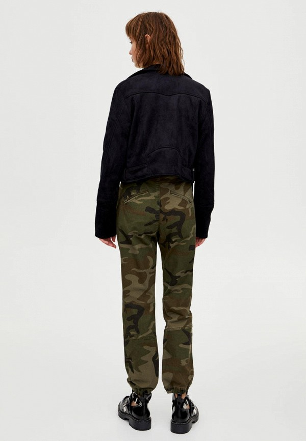 Фото 3 - Куртку кожаная Pull&Bear черного цвета