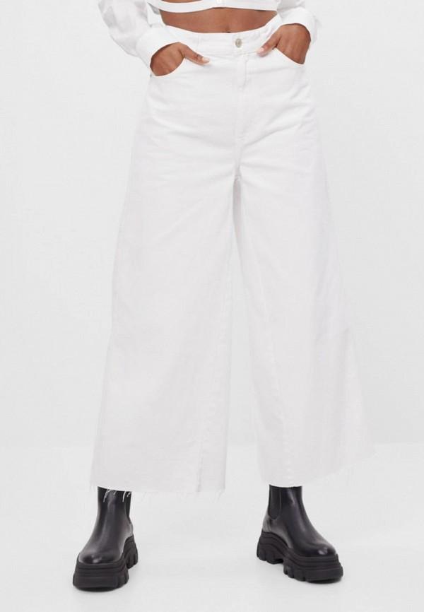 женские джинсы клеш bershka, белые