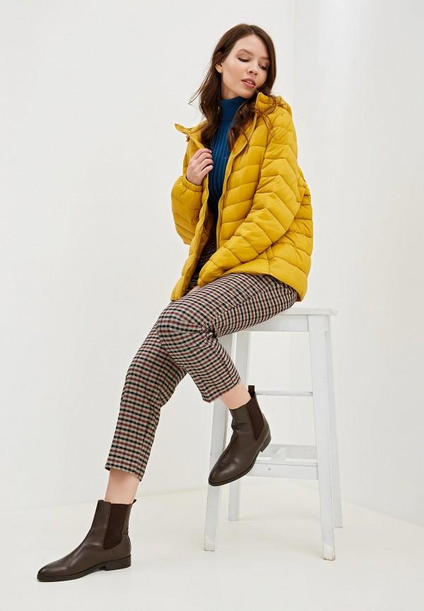 Фото 2 - Куртку утепленная Junarose желтого цвета