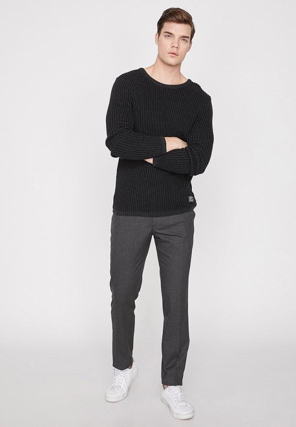 Фото 2 - мужские брюки Koton серого цвета