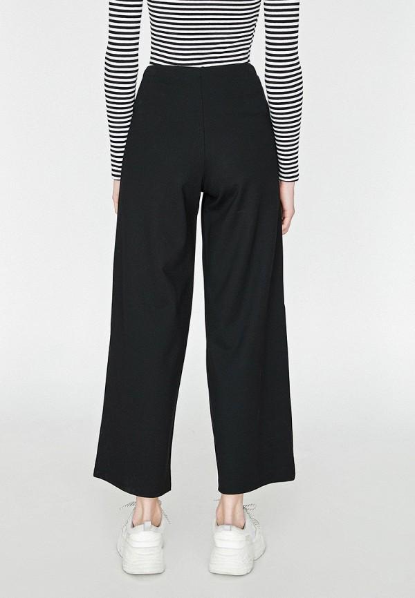 Фото 3 - Женские брюки Koton черного цвета