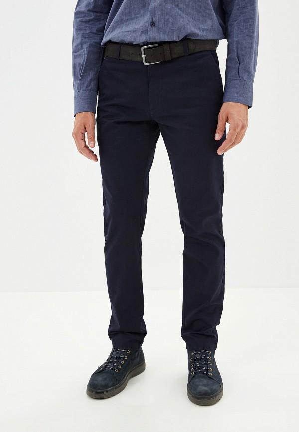 Фото - мужские брюки Lacoste синего цвета