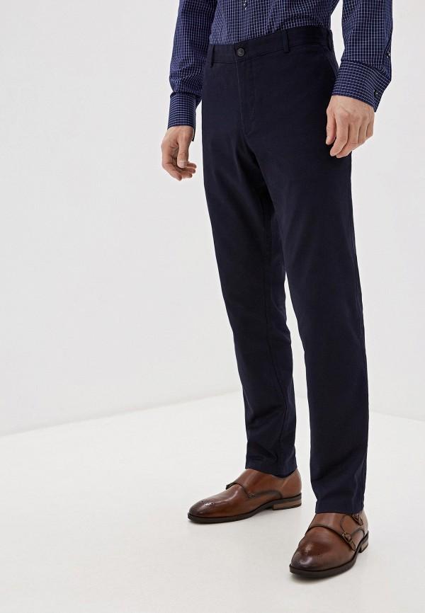 Фото 4 - мужские брюки Lacoste синего цвета