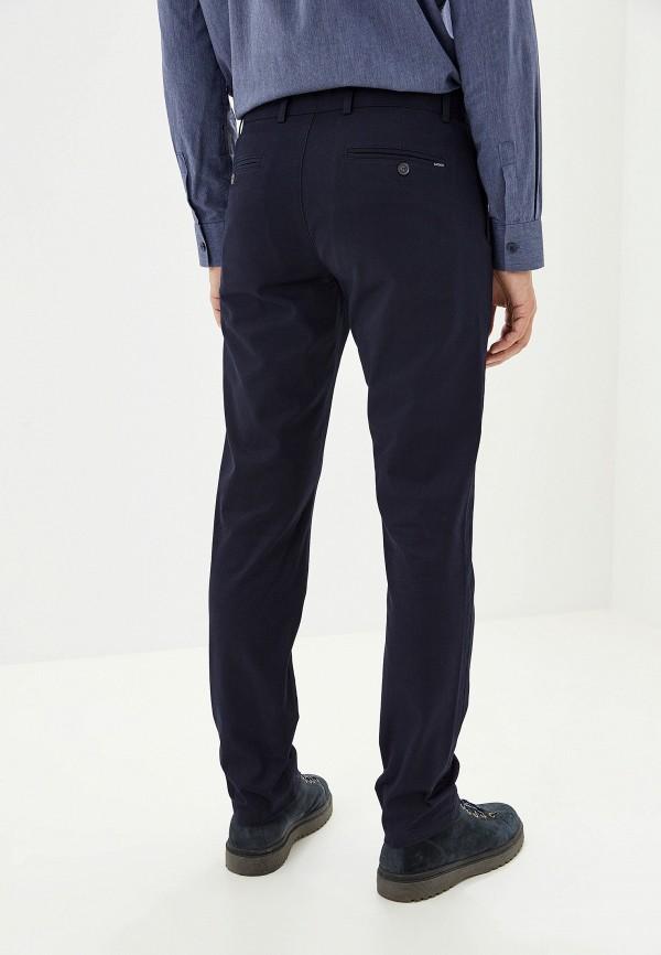 Фото 3 - мужские брюки Lacoste синего цвета