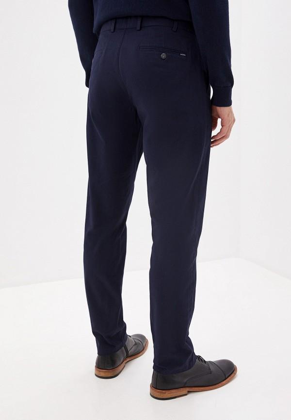 Фото 9 - мужские брюки Lacoste синего цвета