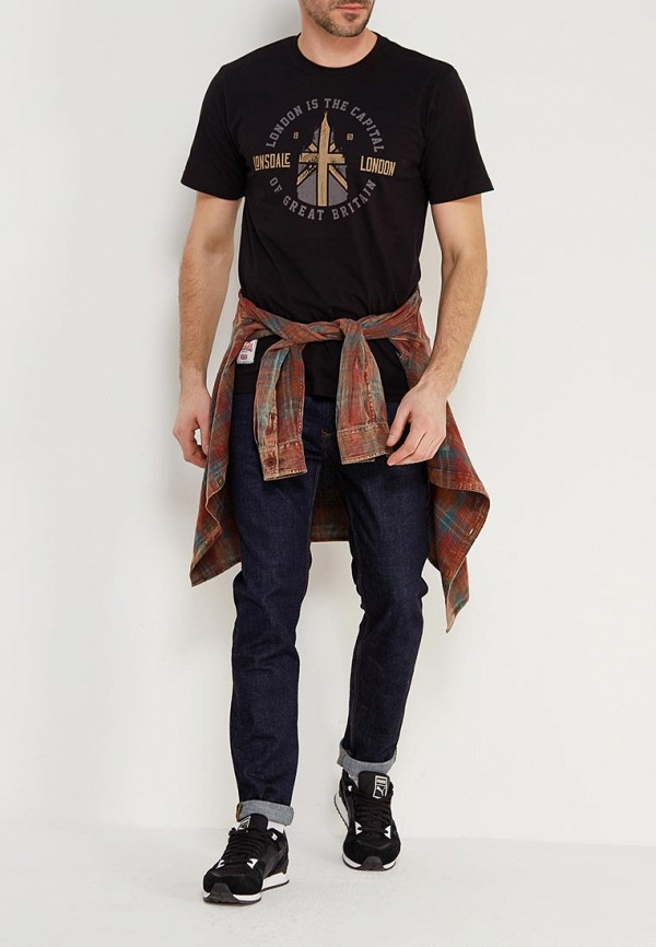 Фото 2 - мужскую футболку Lonsdale черного цвета