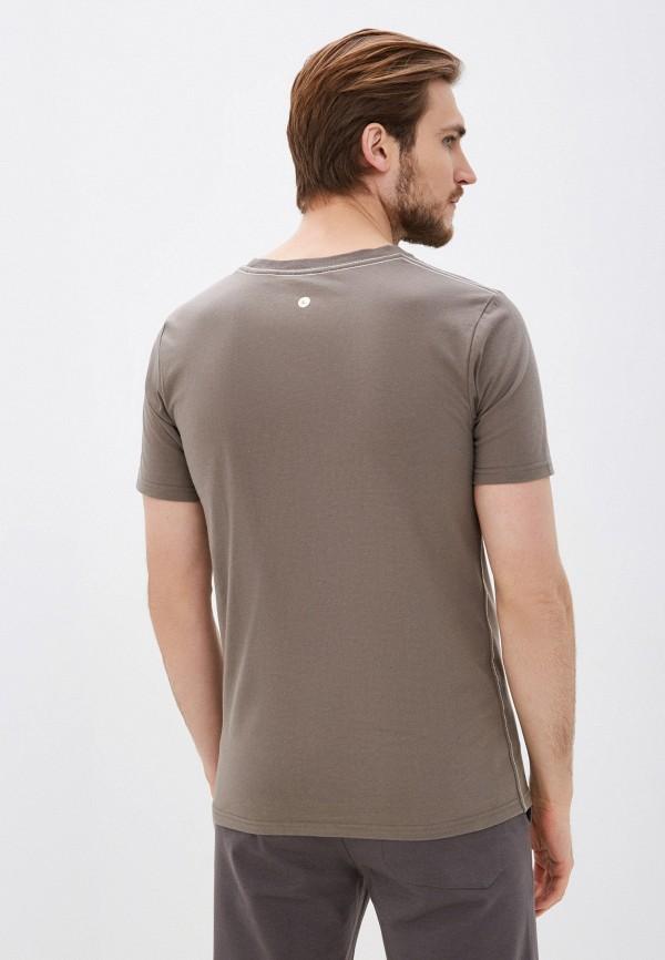 Фото 3 - Мужскую футболку Luhta цвета хаки