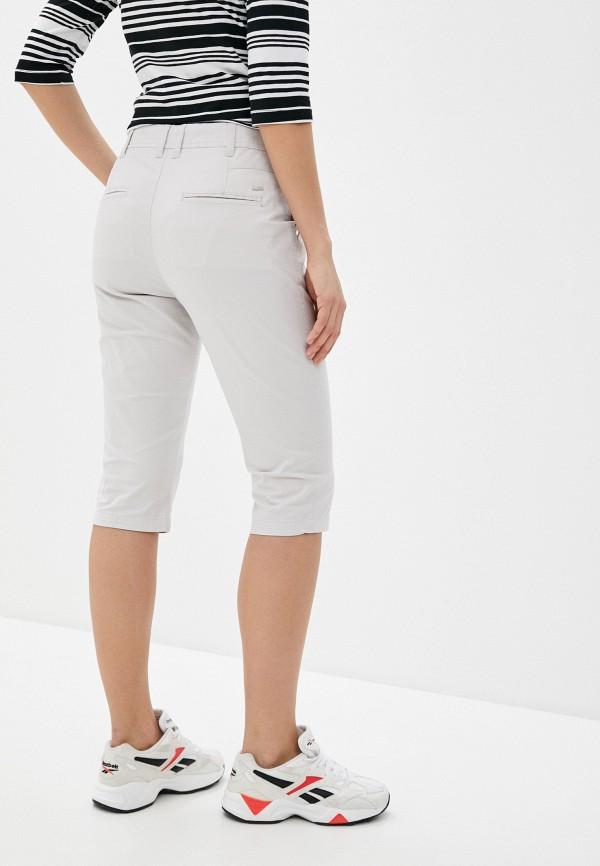 Фото 3 - Женские шорты Luhta серого цвета