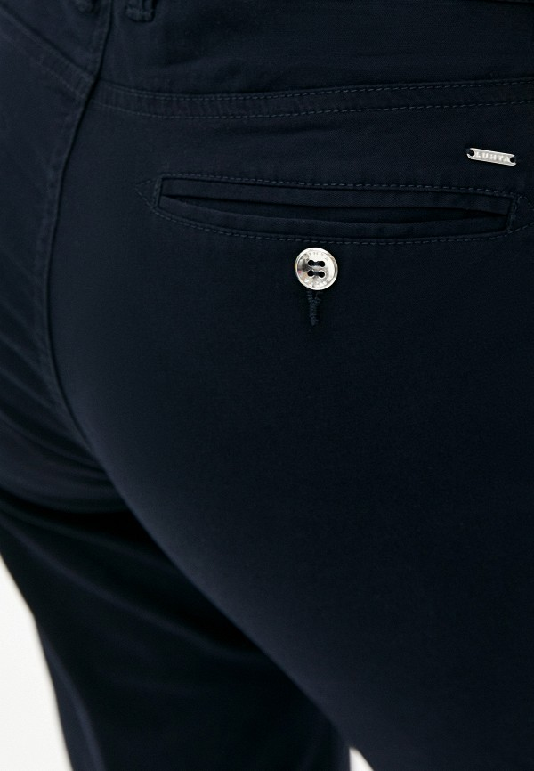 Фото 4 - Женские шорты Luhta черного цвета