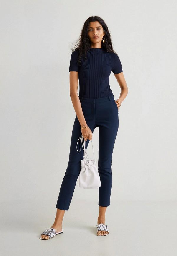 Фото 2 - женские брюки Mango синего цвета