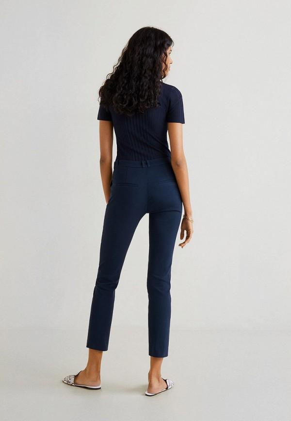 Фото 3 - женские брюки Mango синего цвета