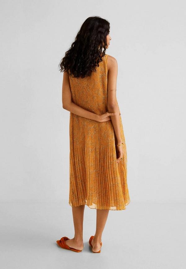 Фото 3 - женское платье Mango коричневого цвета