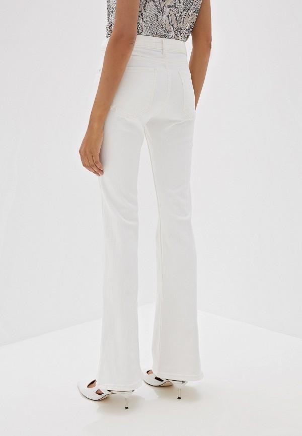 Фото 3 - женские джинсы Mango белого цвета