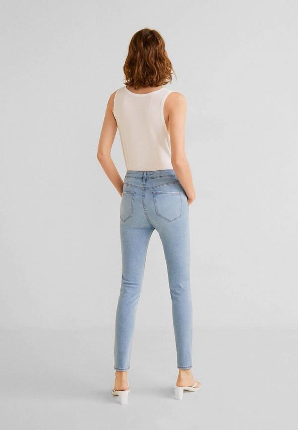 Фото 3 - женские джинсы Mango голубого цвета
