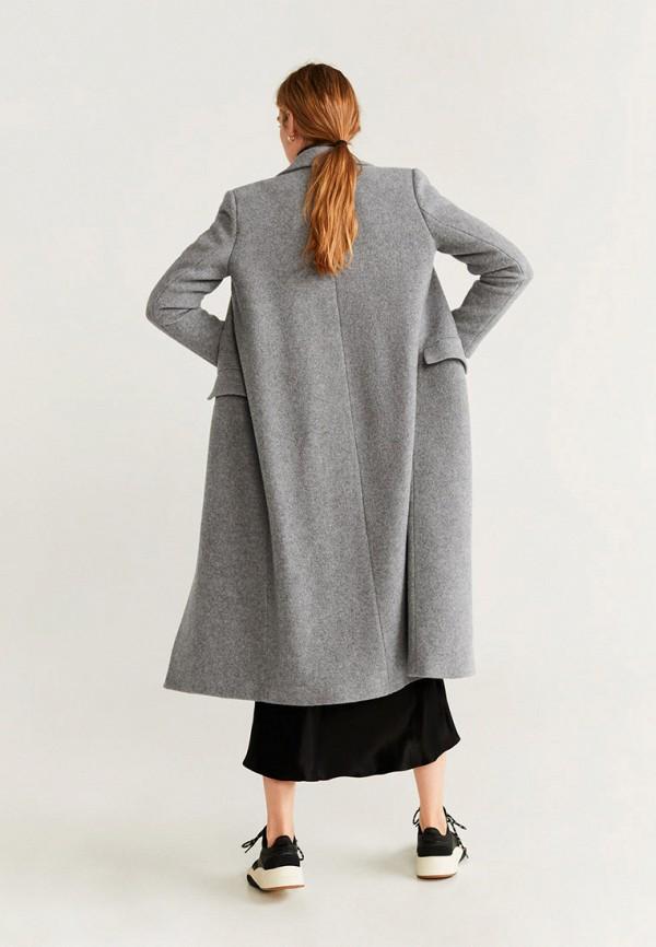 Фото 2 - женское пальто или плащ Mango серого цвета