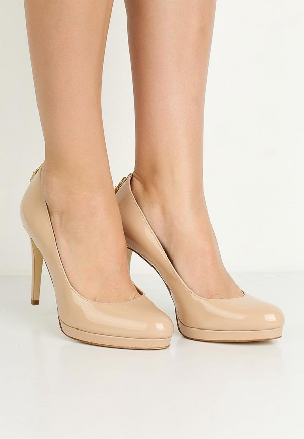 Фото 5 - женские туфли Michael Michael Kors бежевого цвета