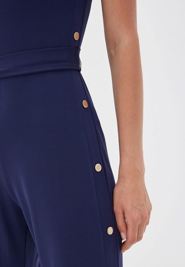 Фото 4 - женский комбинезон Michael Michael Kors синего цвета