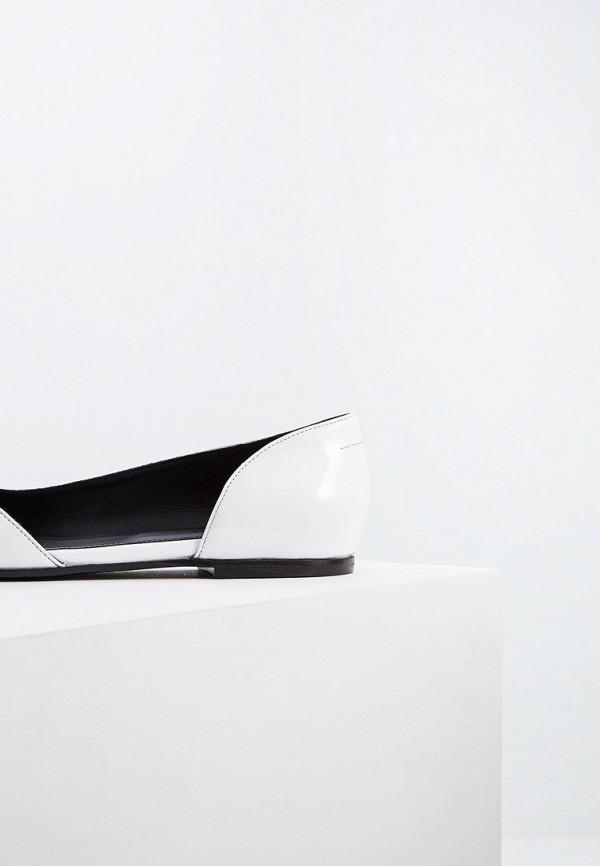 Фото 4 - женские туфли MM6 Maison Margiela белого цвета