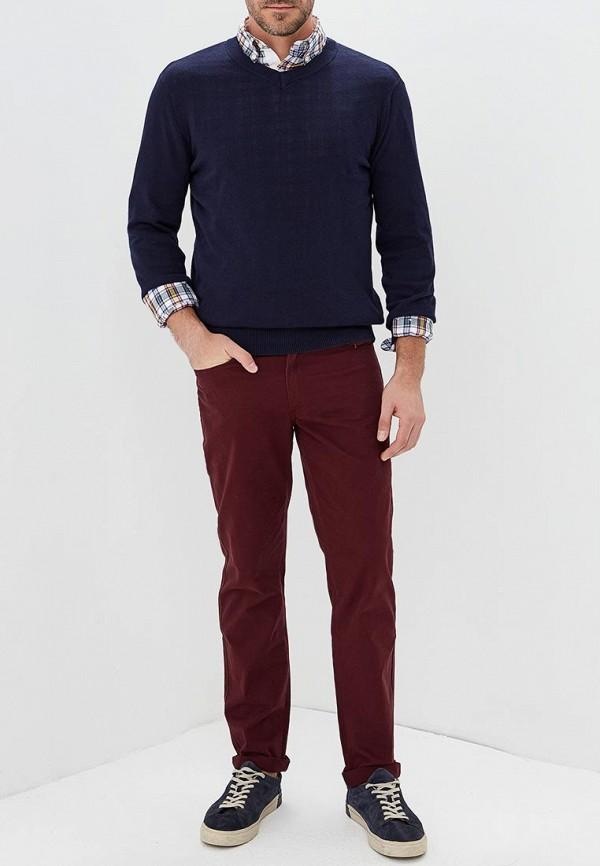 Фото 2 - мужские брюки Modis бордового цвета