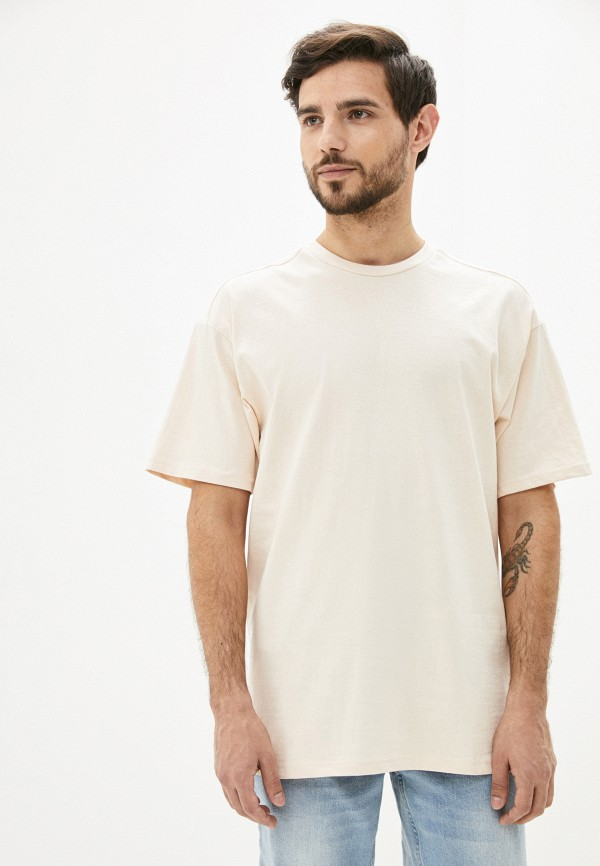 Фото - Мужскую футболку Befree бежевого цвета