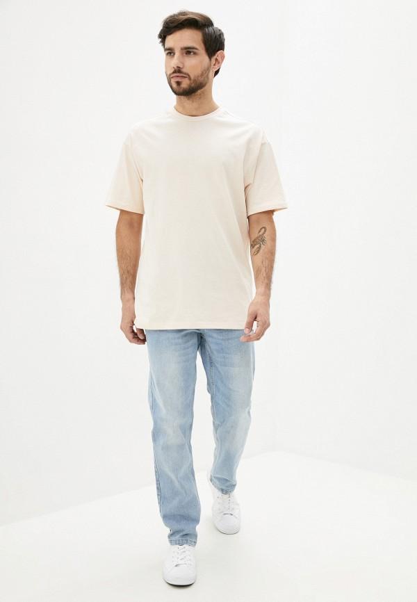 Фото 2 - Мужскую футболку Befree бежевого цвета