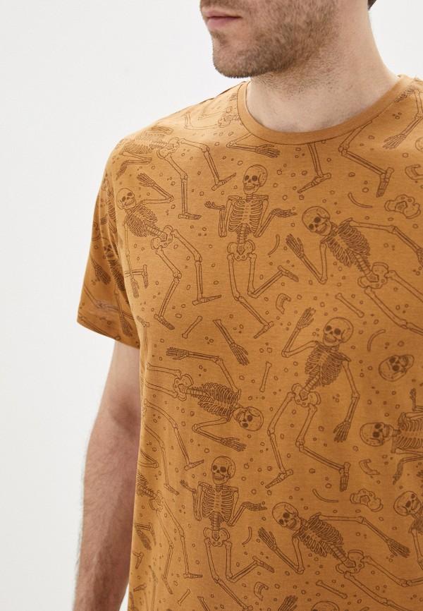 Фото 4 - Мужскую футболку Befree коричневого цвета