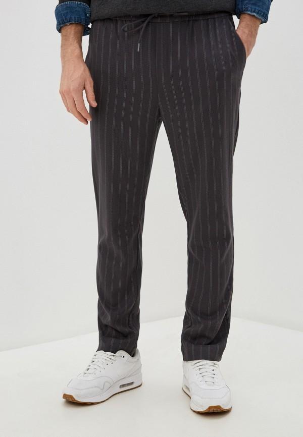 Фото - Мужские брюки Befree серого цвета