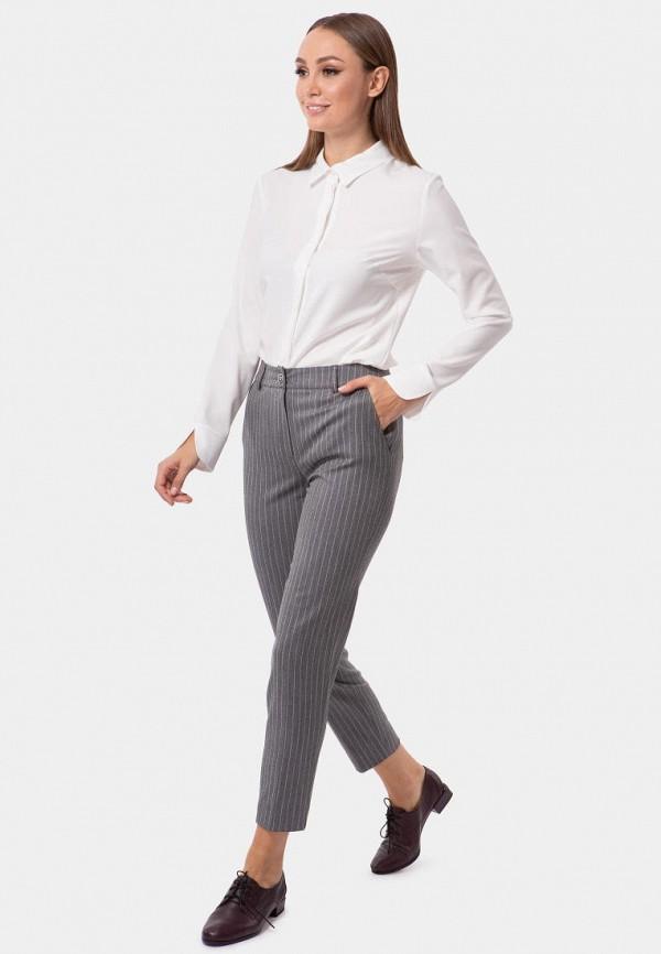 Фото 2 - Женские брюки Vladi Collection серого цвета