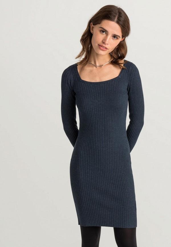 Фото - Женское платье Befree серого цвета