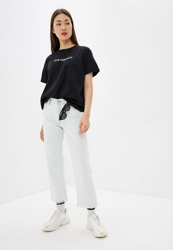 Фото 2 - Женскую футболку Befree черного цвета