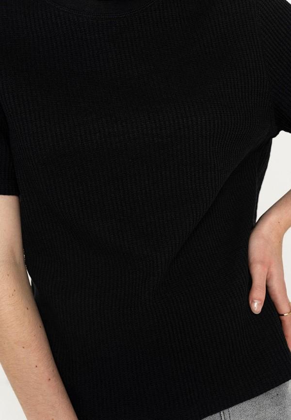 Фото 4 - Женскую футболку Befree черного цвета