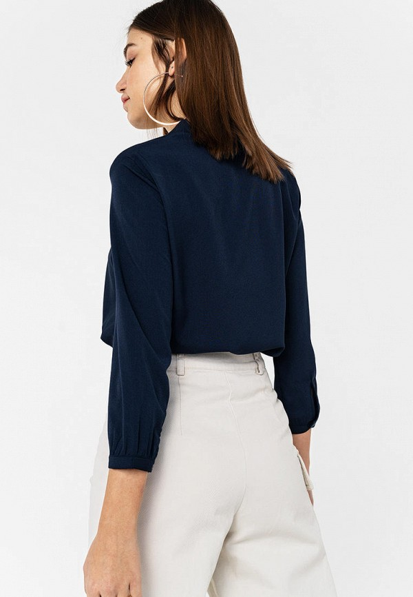 Фото 3 - Женскую блузку Befree синего цвета