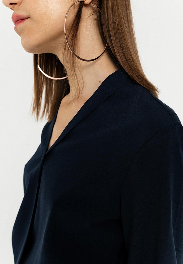 Фото 4 - Женскую блузку Befree синего цвета