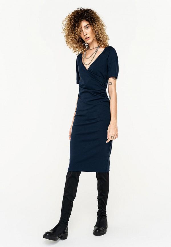 Фото - Женское платье Befree синего цвета