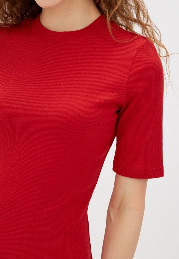 Фото 5 - Женское платье Befree красного цвета