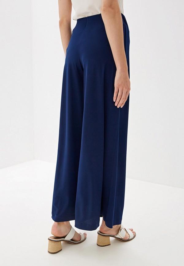 Фото 3 - Женские брюки Alina Assi синего цвета