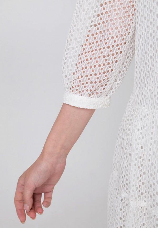 Фото 4 - Женское платье Fors белого цвета