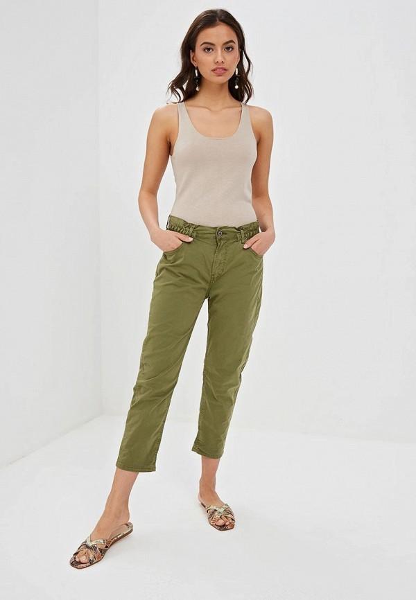 Фото 2 - Женские брюки EMI зеленого цвета