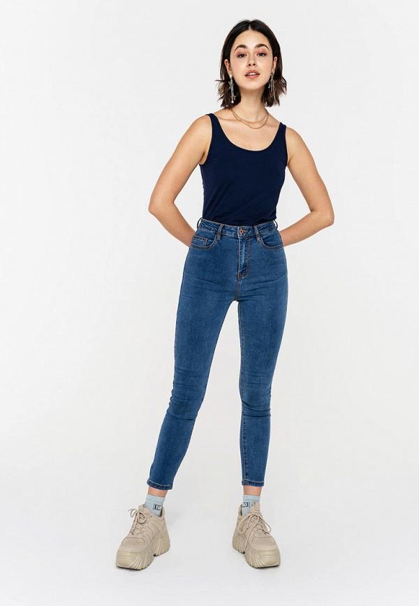 Фото 2 - Женские джинсы Befree синего цвета