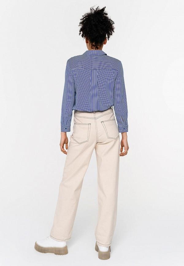 Фото 3 - Женскую рубашку Befree синего цвета