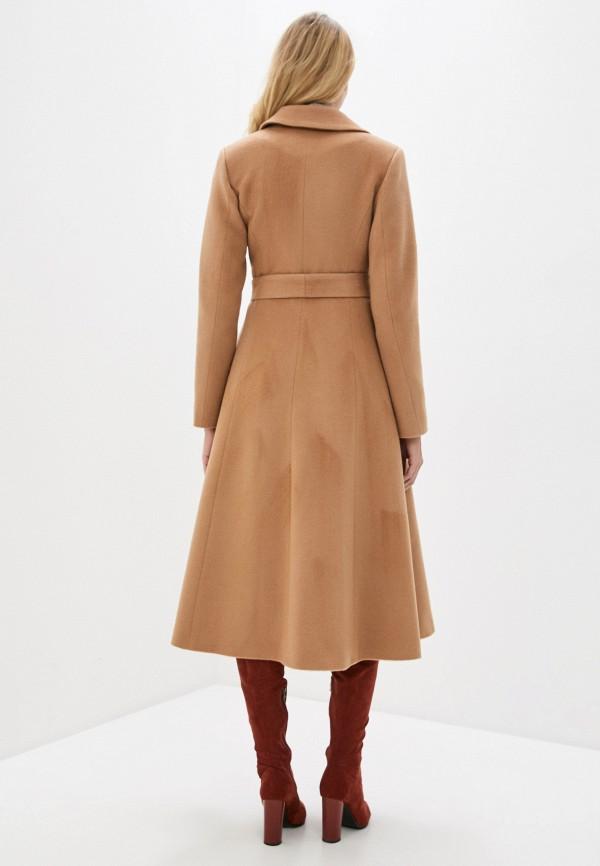 Фото 3 - Женское пальто или плащ Aylin Stories бежевого цвета