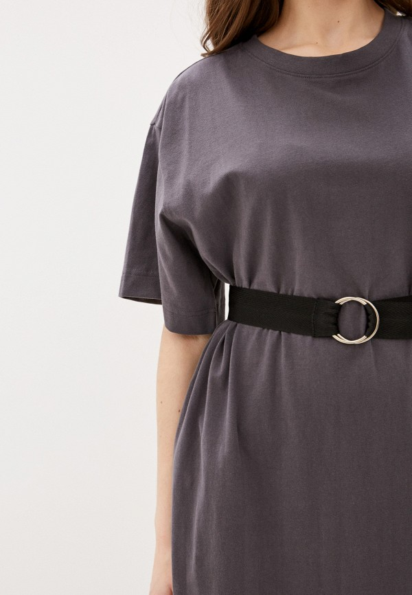 Фото 4 - Женское платье Befree серого цвета