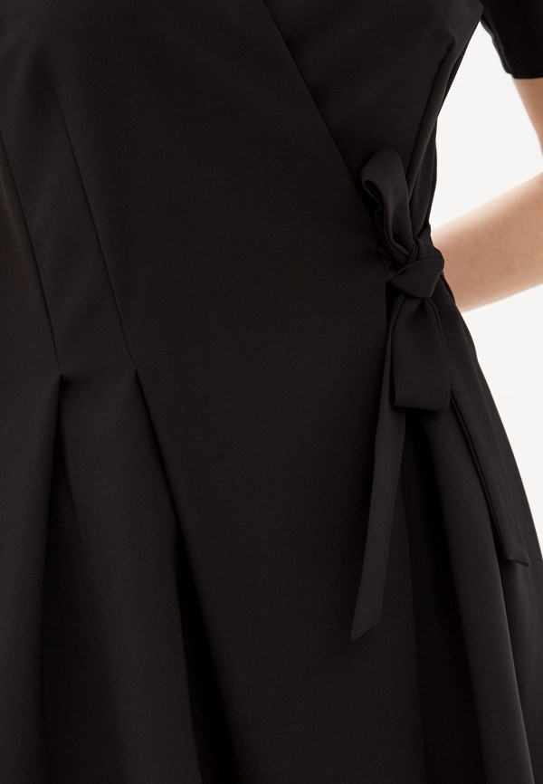 Фото 4 - Женское платье Befree черного цвета