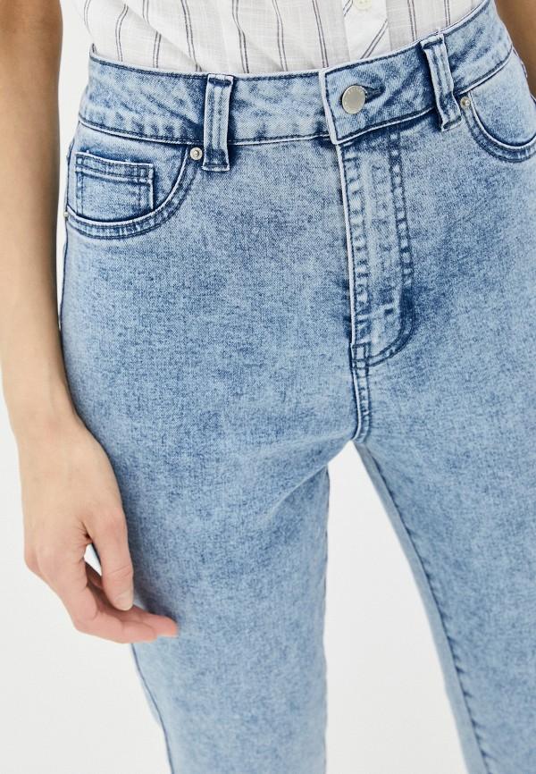 Фото 4 - Женские джинсы Befree голубого цвета