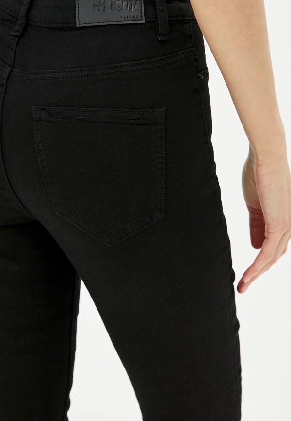 Фото 4 - Женские джинсы Befree черного цвета