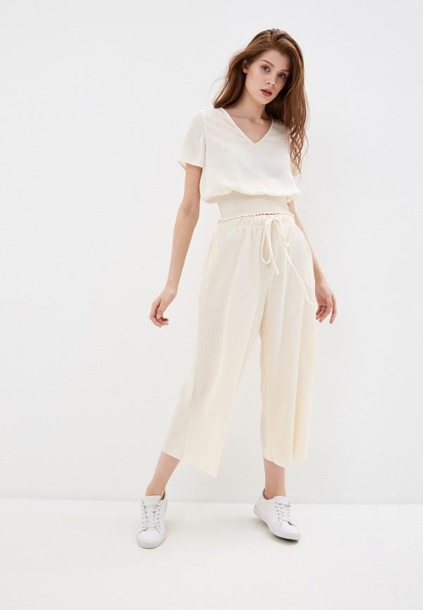 Фото 2 - Женскую блузку Befree бежевого цвета