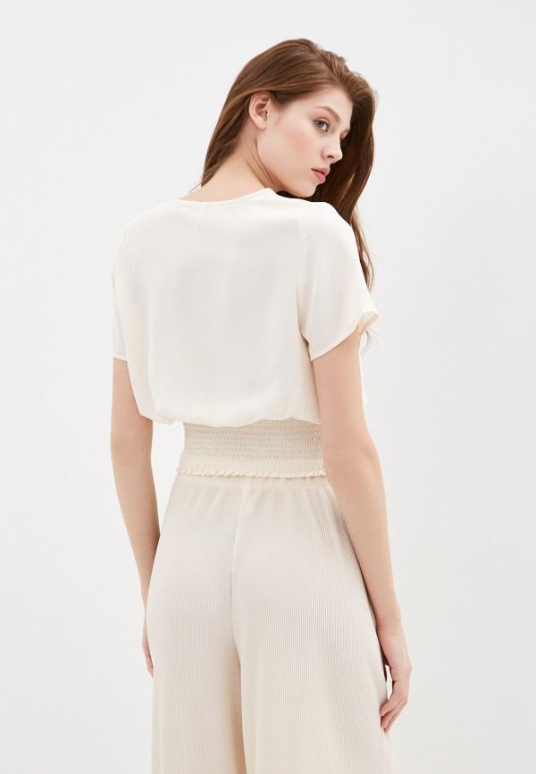 Фото 3 - Женскую блузку Befree бежевого цвета